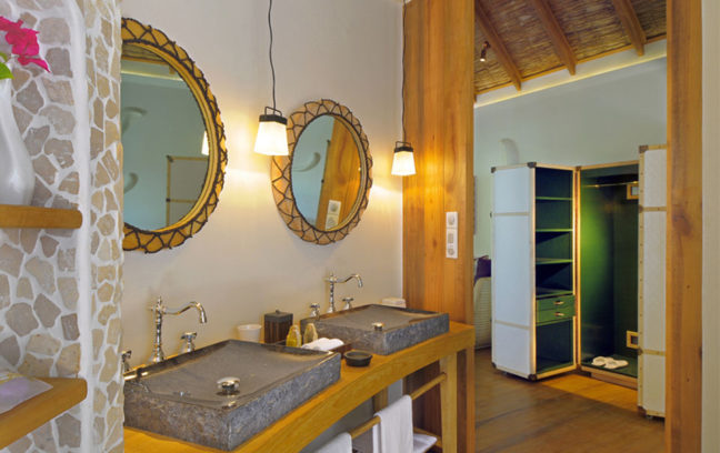 Constance Moofushi Resort 10